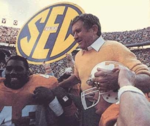 Johnny Majors' road to success started at the bottom. Are the 2009 Vols looking like the 1977 variety?